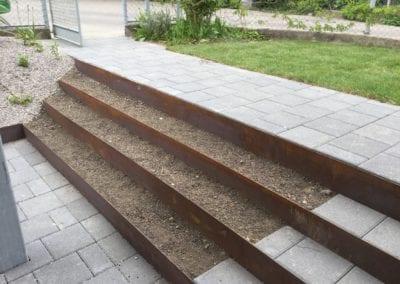 Treppe Stahl_Verbundsteine Maibach Gartenbau GmbH Safnern Nidau