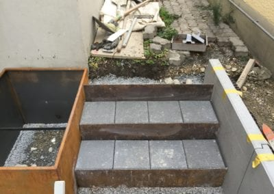 Stahlbandtreppe mit Sickerverbundsteine Maibach Gartenbau GmbH Safnern Nidau Seeland