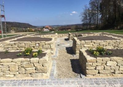 Mauer und Treppen